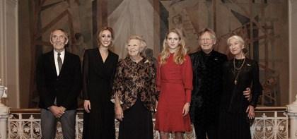 maandag 19 november, zijn in aanwezigheid van Hare Koninklijke Hoogheid Prinses Beatrix de jaarlijkse prijzen van Stichting Dansersfonds '79 uitgereikt.